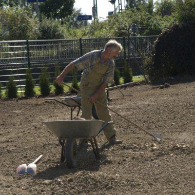 Vorbereitung zur Rasenneuanlaage.