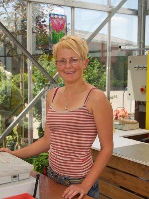 <strong>Jennifer Raddatz </strong><br>Mitarbeiterin seit 2007<br><br>  Aufgabengebiet: <br>Verkauf, Vermehrung, Kulturarbeiten<br><br>